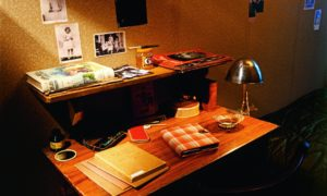 Reconstrucción del escritorio donde Anna Frank escribió su diario