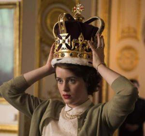 Claire Foy como la Reina Isabel II